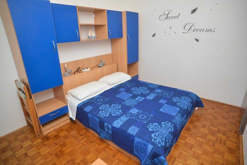 Schlafzimmer 2, Oberfläche: 12 m²