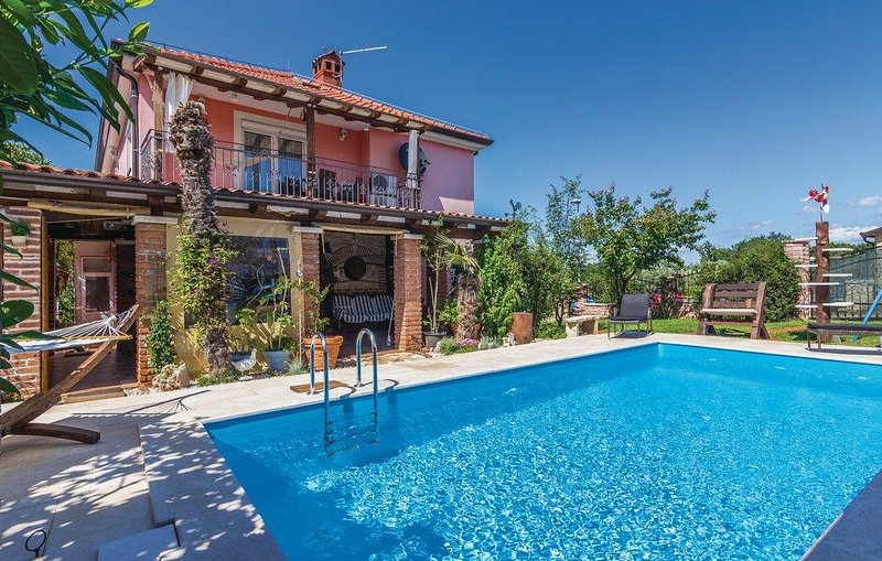 Two bedroom apartment Fratrici, Umag (A-14384-a), holiday rental in Kanegra