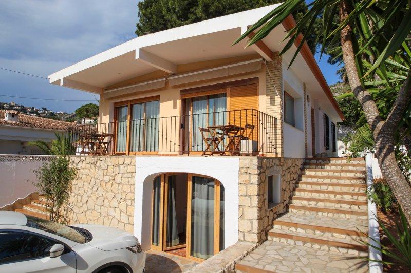 Rada de Moraira Villa Sleeps 10 with Pool and Air Con - 5575222 – semesterbostad i Teulada