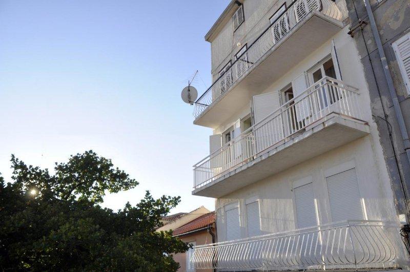 Two bedroom apartment Rab (A-14504-a), location de vacances à La ville de Rab