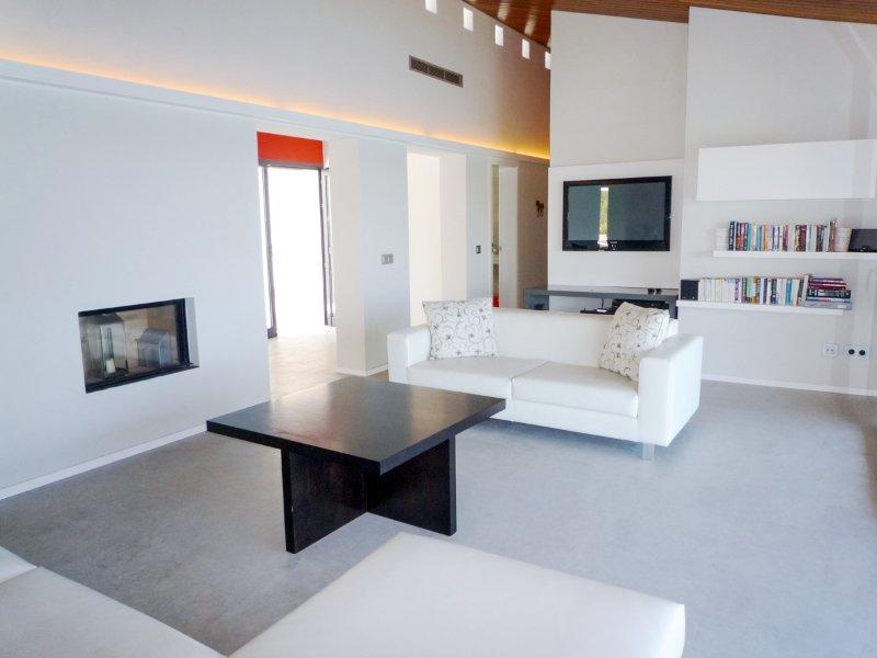 Mahon Villa Sleeps 10 with Pool and Air Con - 5512032, location de vacances à Es Grau