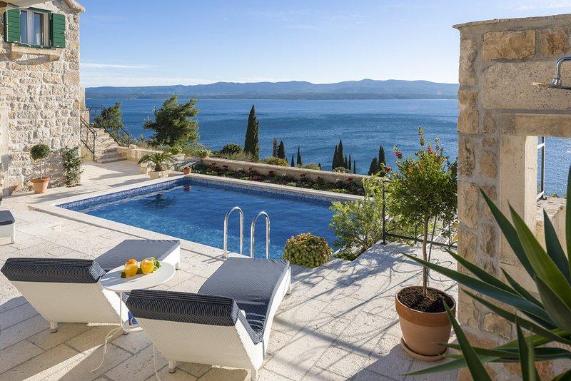 Murvica Villa Sleeps 6 with Pool and Air Con - 5575220, casa vacanza a Murvica