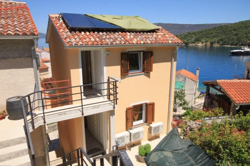 Valun Apartment Sleeps 2 with Air Con - 5467885, casa vacanza a Valun