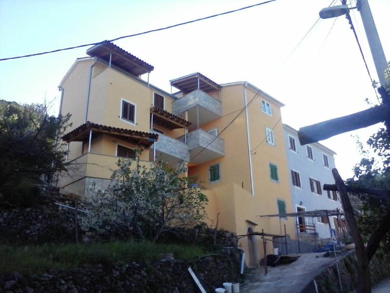 Valun Apartment Sleeps 2 with Air Con - 5467887, casa vacanza a Valun