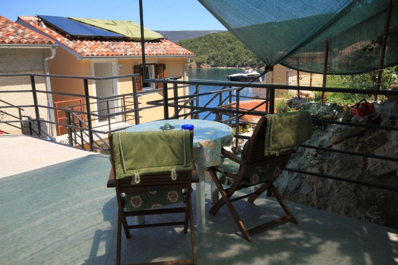 Valun Apartment Sleeps 2 with Air Con - 5467886, casa vacanza a Valun