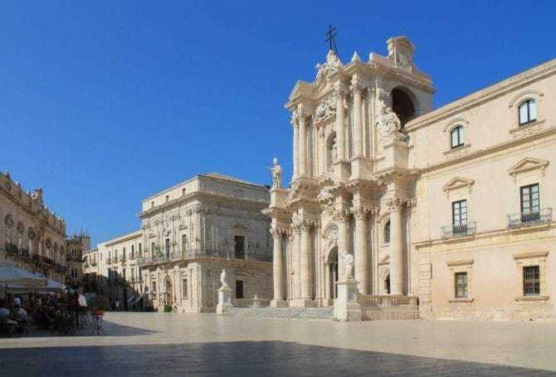 Piazza Duomo op 450 meter afstand
