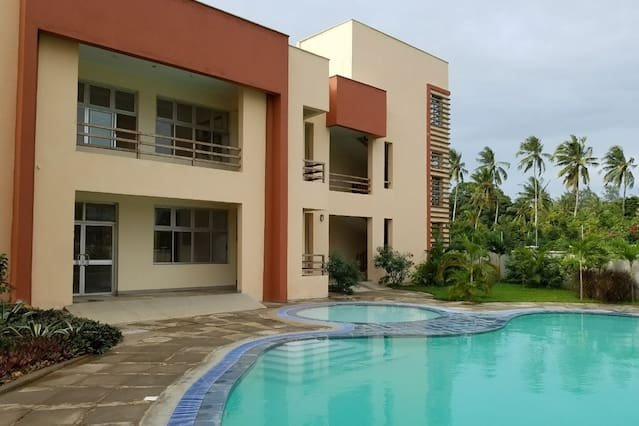 2-bedroom Apartments fully furnished. In a gated community, holiday rental in Mombasa