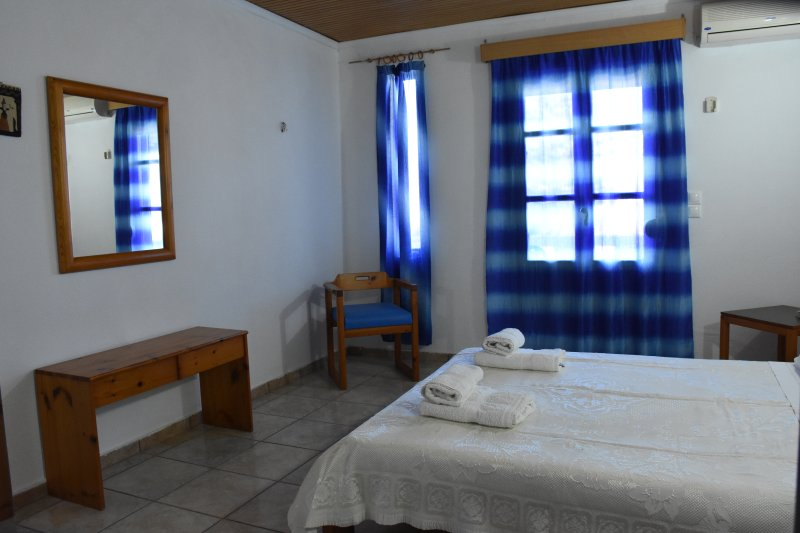 Villas Irene 3 * Family Apartment * Maisonette by the sea * Sandy beach, holiday rental in Gournes