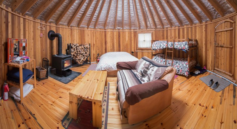 The Cedar Yurt at Cabot Shores, alquiler de vacaciones en North Shore