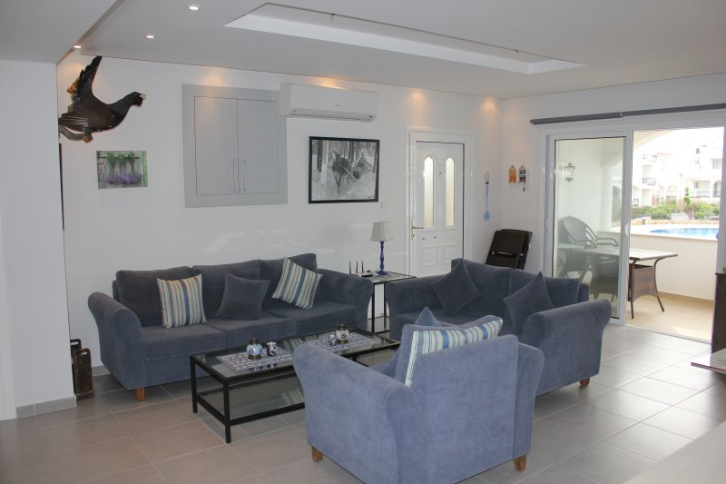SMP A7/4-3 bed penthouse with large roof terrace, sea views&on site amenities, holiday rental in Alevkaya