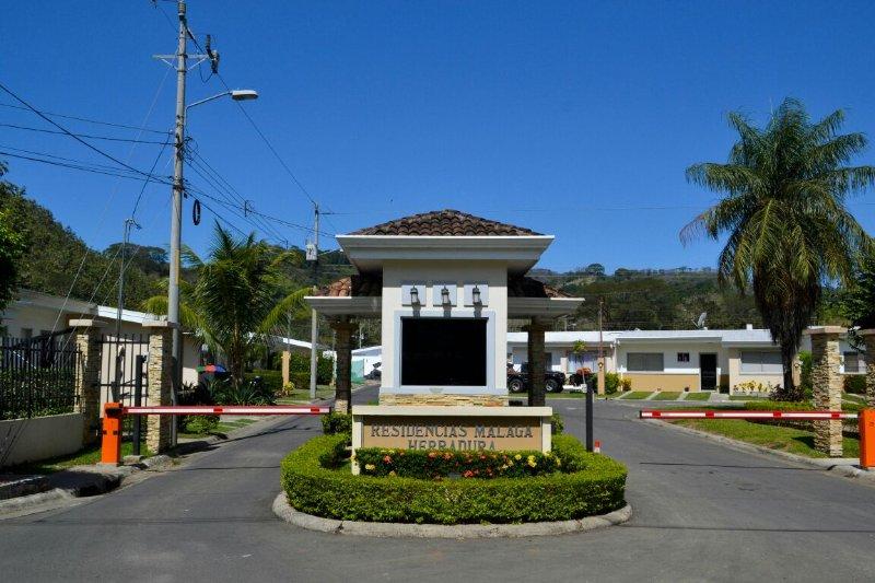 Condominio Malaga, Ferienwohnung in Herradura