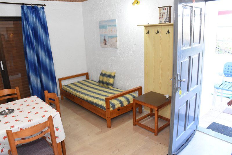Villas Irene 7 * Family Apartment * Maisonette by the sea * Sandy beach, holiday rental in Gournes