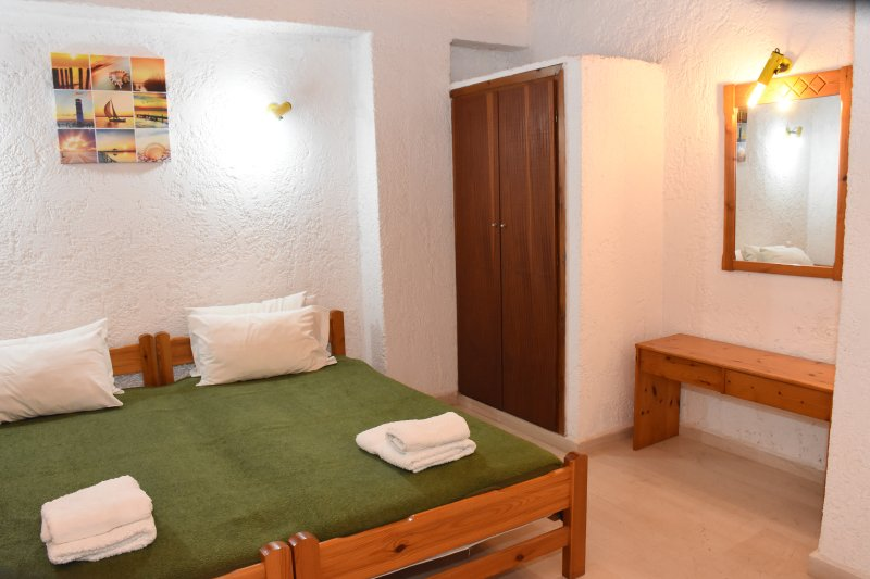 Villas Irene 8 * Family Apartment * Maisonette by the sea * Sandy beach, holiday rental in Gournes