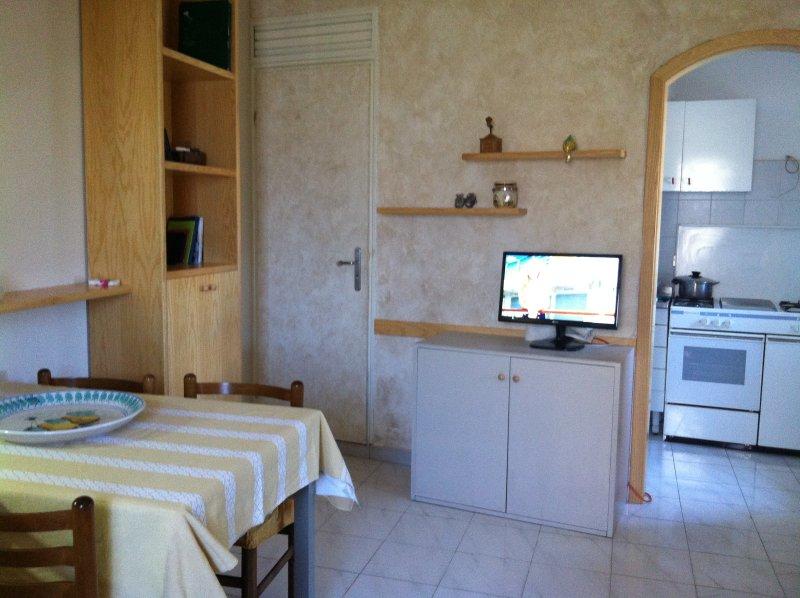 Nice house with sea view & balcony, alquiler vacacional en Forza d'Agro