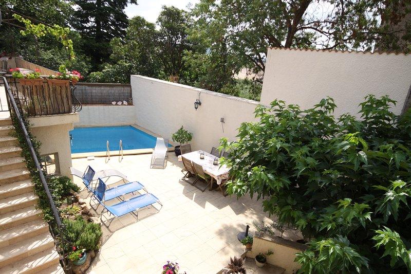 Amandier French gite for rent with pool, sleeps 6, location de vacances à Neffiès