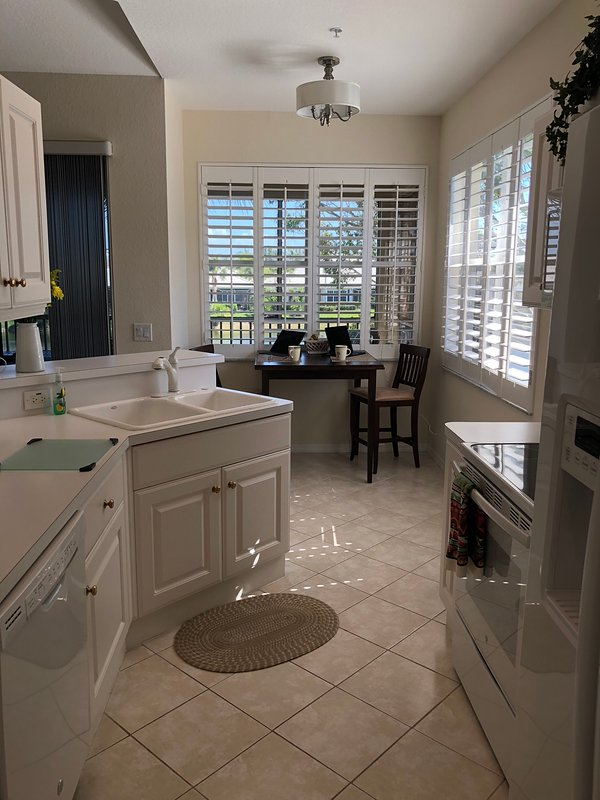 Large Open Bright Kitchen