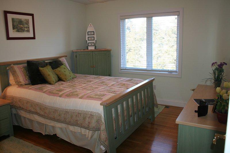 Gästezimmer # 3 mit Queen-Size-Bett, ein großer Schrank