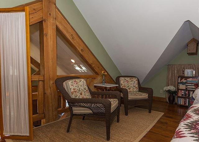 Loft dormitorio con dos camas individuales