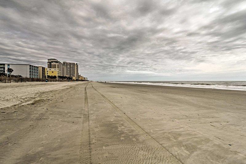 Miglia di spiagge sabbiose attendono il vostro soggiorno.