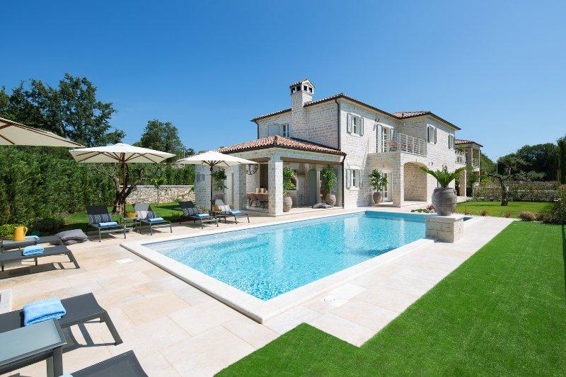 Villa Elena - luxury villas with sport and ECO resort, holiday rental in Vidulini