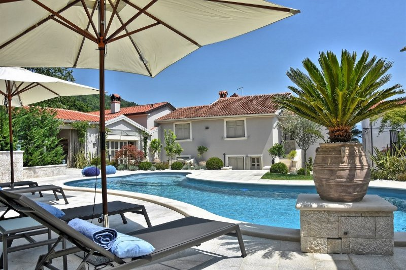 Villa Zita - beautifully designed villa for a perfect families vacation, holiday rental in Gracisce