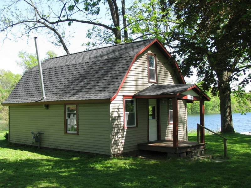 Blues Cottage - Lakefront Cottages on Semi-private Lake, Beach, Boats, Fun!, vacation rental in St. Joseph County