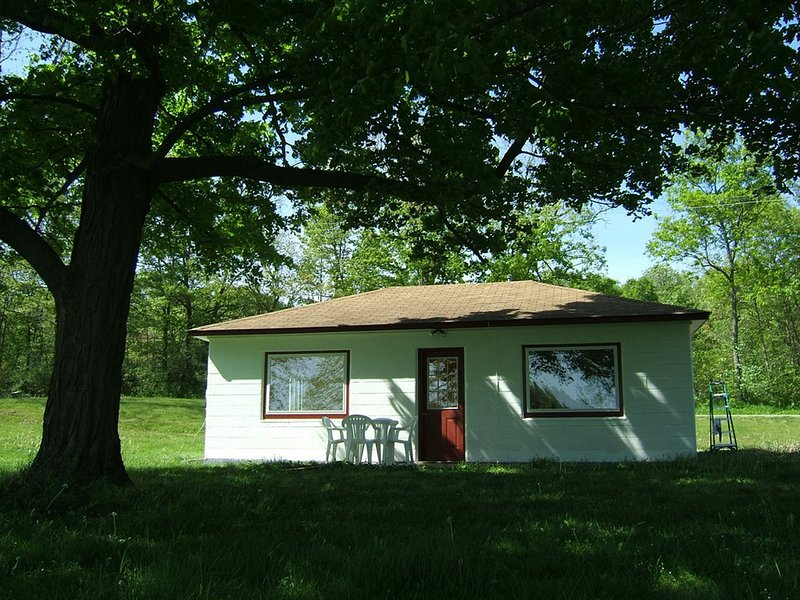 Rock 'n Roll - Lakefront Cottages On Semi-private Lake, Beach, Boats, Fun!, vacation rental in St. Joseph County