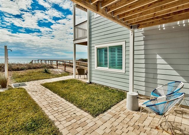 Amazing Beachfront Condo!  Ramsgate #1 is the perfect beach getaway spot!, holiday rental in Santa Rosa Beach