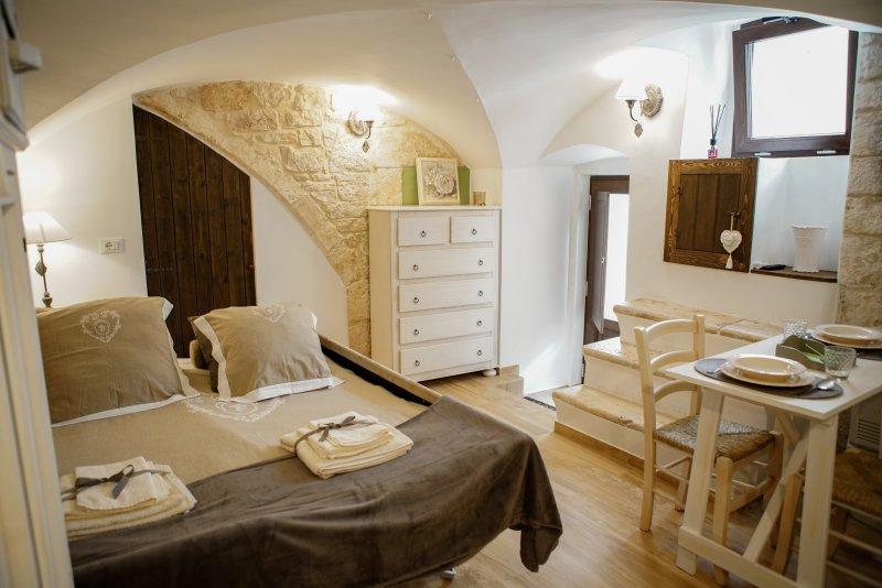 HOME 5 - VIA NUOVA, 16, holiday rental in Putignano