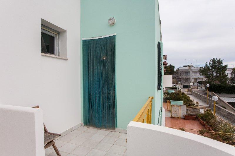 Economica casa vacanze in spiaggia m118, holiday rental in Sant'Andrea
