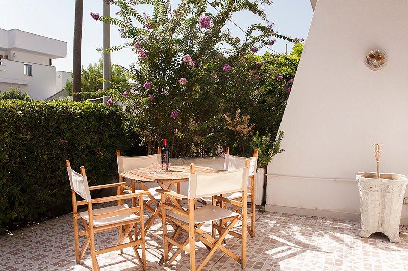 Casa vacanze con 2 giardini vicini al mare m125, vacation rental in Melendugno