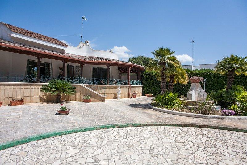 Villa relax per famiglie vista mare Ionio m524, holiday rental in Sant'Isidoro