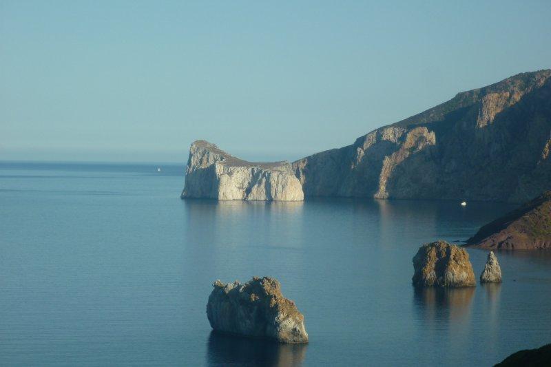 Sardegna: emozioni a strapiombo sul mare!!! (Villa 2) IUN 5454, vacation rental in Nebida