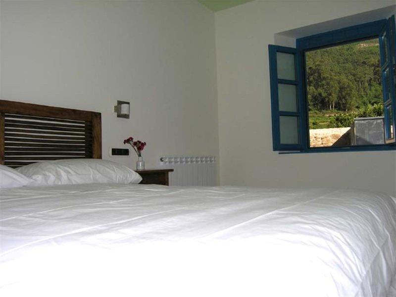 Dormitorio 2 Budiño de Serraseca, holiday rental in Viladesuso