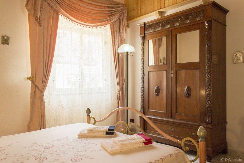 B&B Villa Gagliardetta - Camera Damascata, vacation rental in Castellammare del Golfo