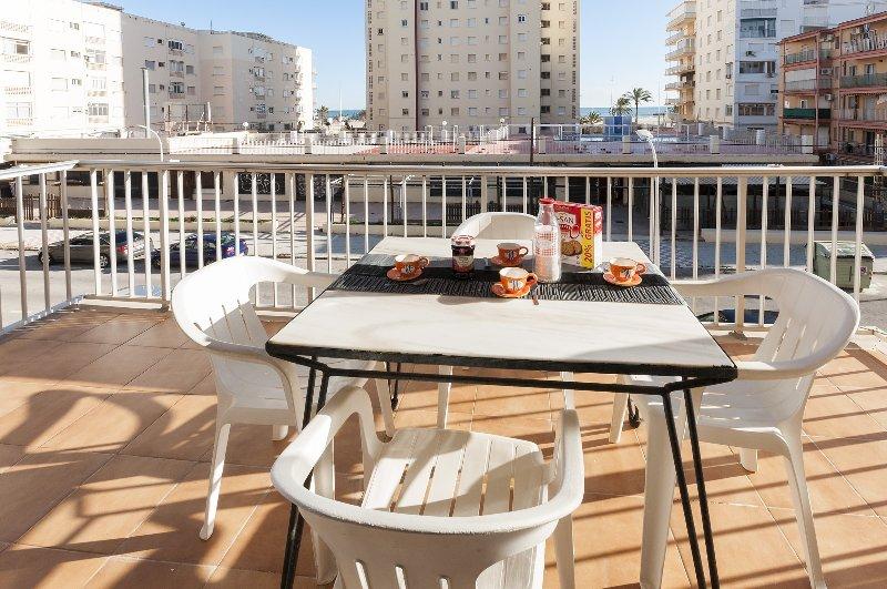 NIZA - Apartment for 6 people in Playa de Gandia, holiday rental in Grau i Platja
