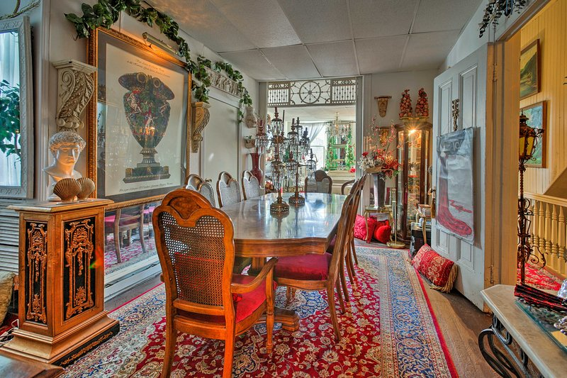 A unique St. Louis getaway awaits 4 guests at this vacation rental apartment.