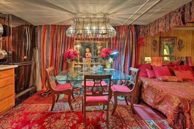 Diese charmante Unterkunft im Untergeschoss bietet Platz für 4 Personen und ist mit einer lebendigen Einrichtung ausgestattet.