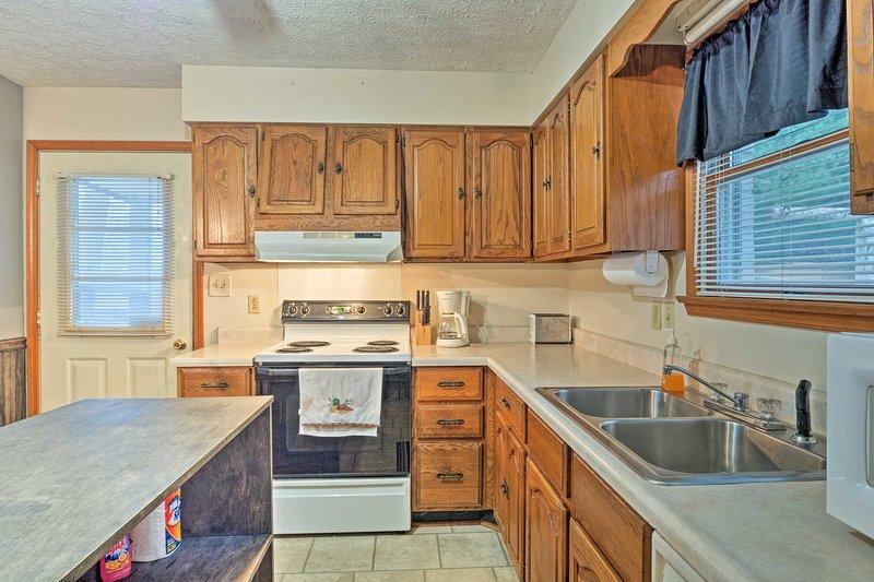 Hornear un dulce en el horno para llenar la casa con el aroma de su creación maravillosa.