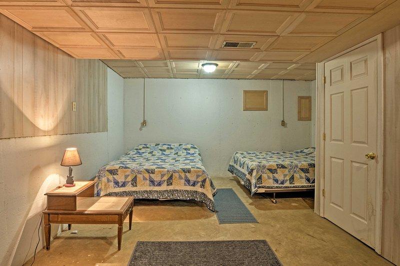 Enroscarse en las 2 camas queen para una tranquila noche de descanso.