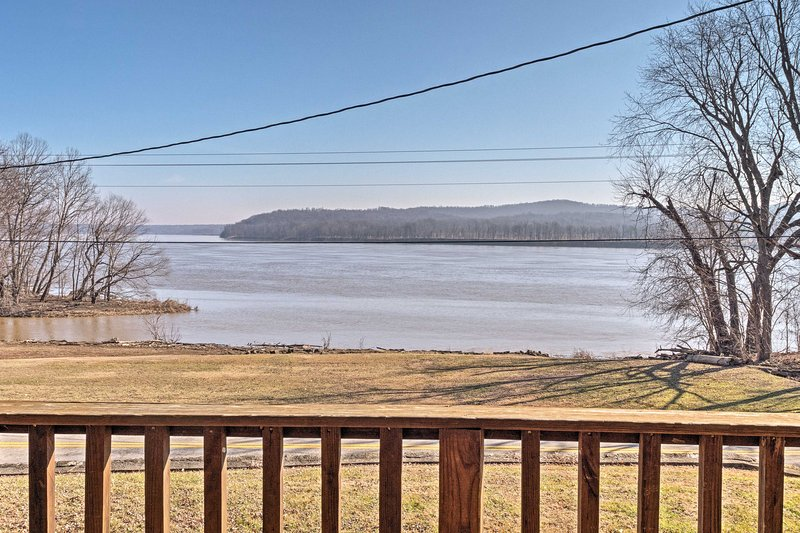 This 1,178-square-foot cabin is just steps from the Ohio River.