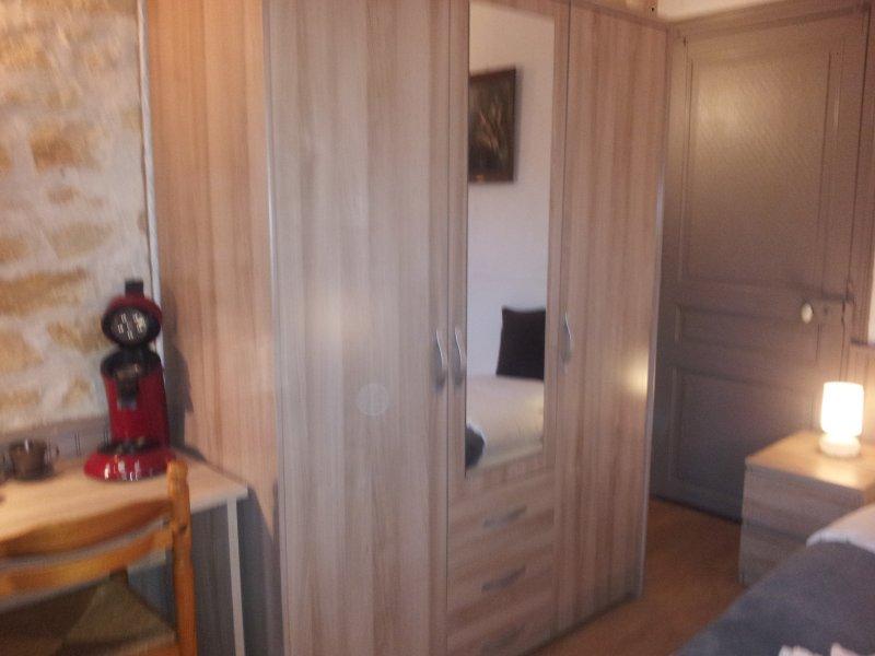 Twin bed, minibar, Senseo, fan, safe, W-Fi, TV, parking, garden ..