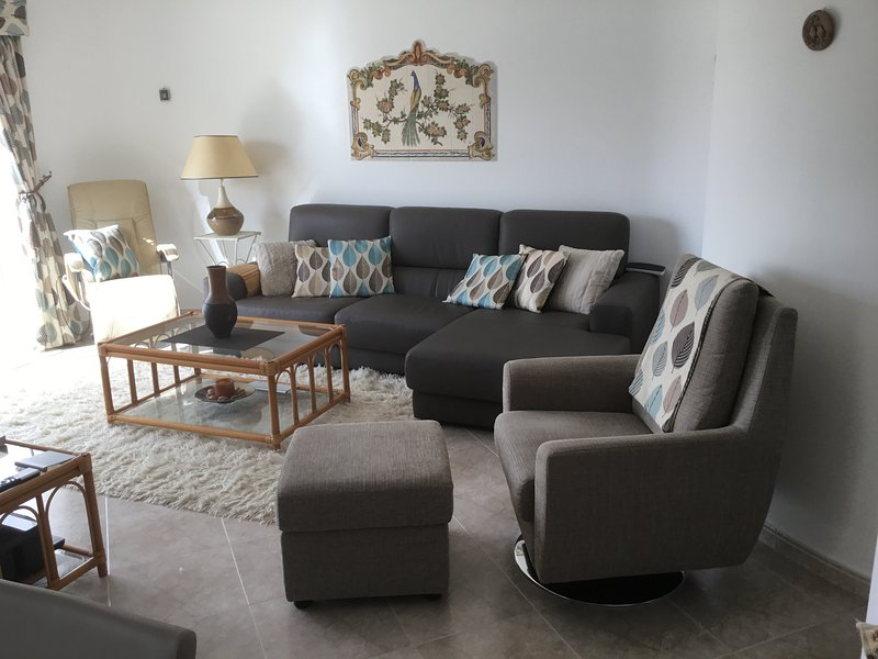 2 bedroomed Town House Walking distance to Carvoeiro sleeps 4