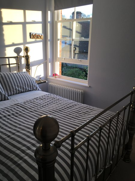 Double bedroom in heart of South Harting, central base for Goodwood/walking/polo, holiday rental in East Meon