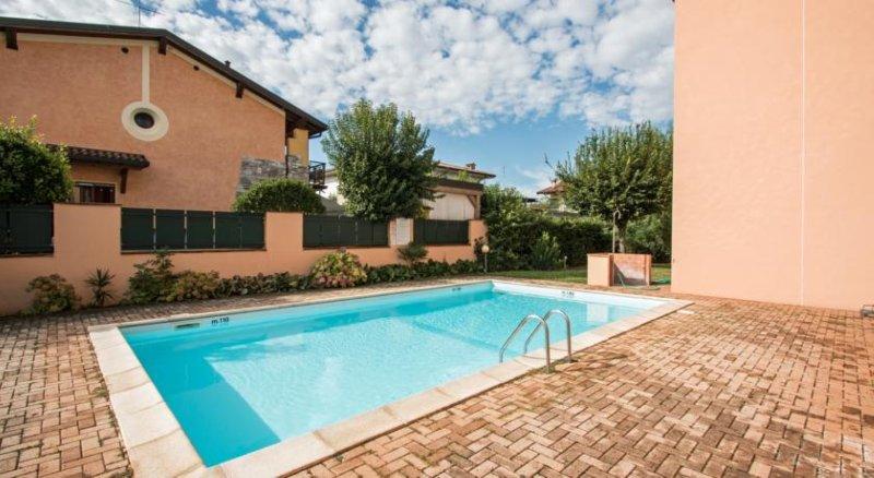 ATTICO SIRMIONE EASY GARDA LAKE, holiday rental in Sirmione
