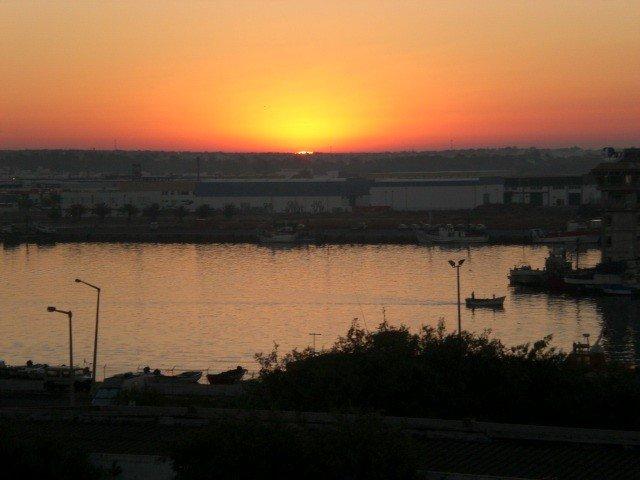 Sonnenuntergang von der Dachterrasse auf der obersten Etage mit Aufzug Jettyfor Insel Boote 120 Meter von der Wohnung
