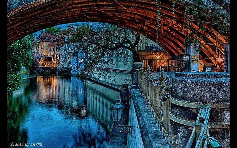 LOCALIZAÇÃO! Ambos os quartos vendo rio, garantir bom sono perto, extremamente silencioso.