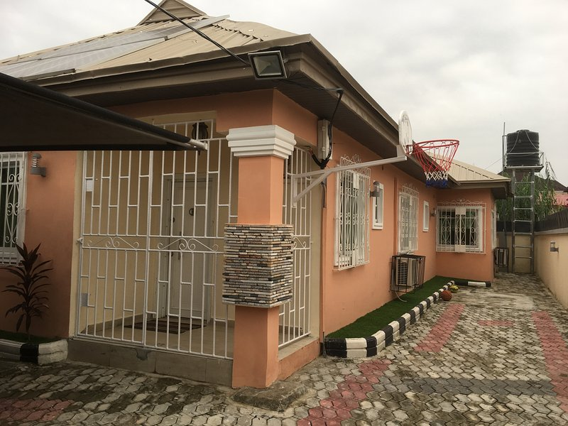 Modern bungalow - fully equipped, vacation rental in Lagos