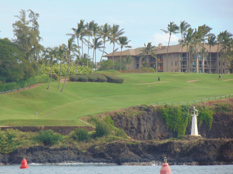 Buca 7 a Hokuala Golf Course. Il verde si trova sul punto di sinistra da Kalipaki Beach.
