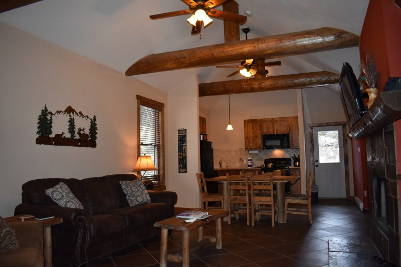 Beautiful New Cabin #2- Long's Peak Views, vacation rental in Estes Park
